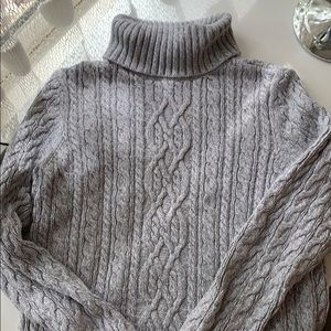 Grey Cable Knit turtleneck - like NEW!